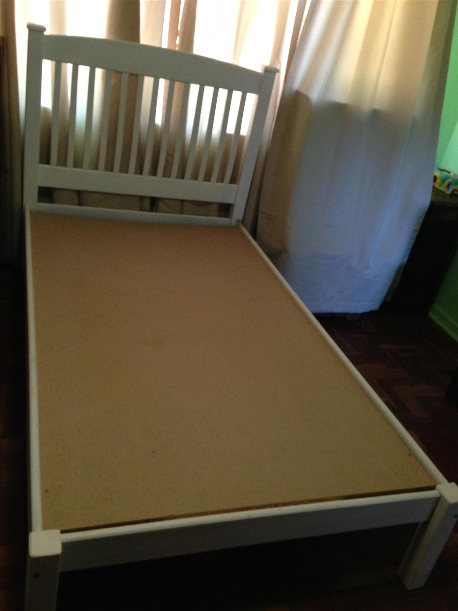 Bed 3/4 Wooden with mattress