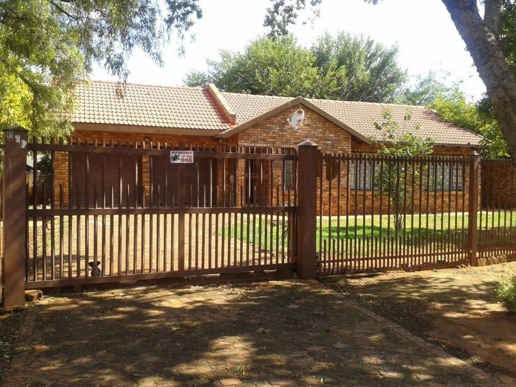 3 bedroom house with two baths to rent