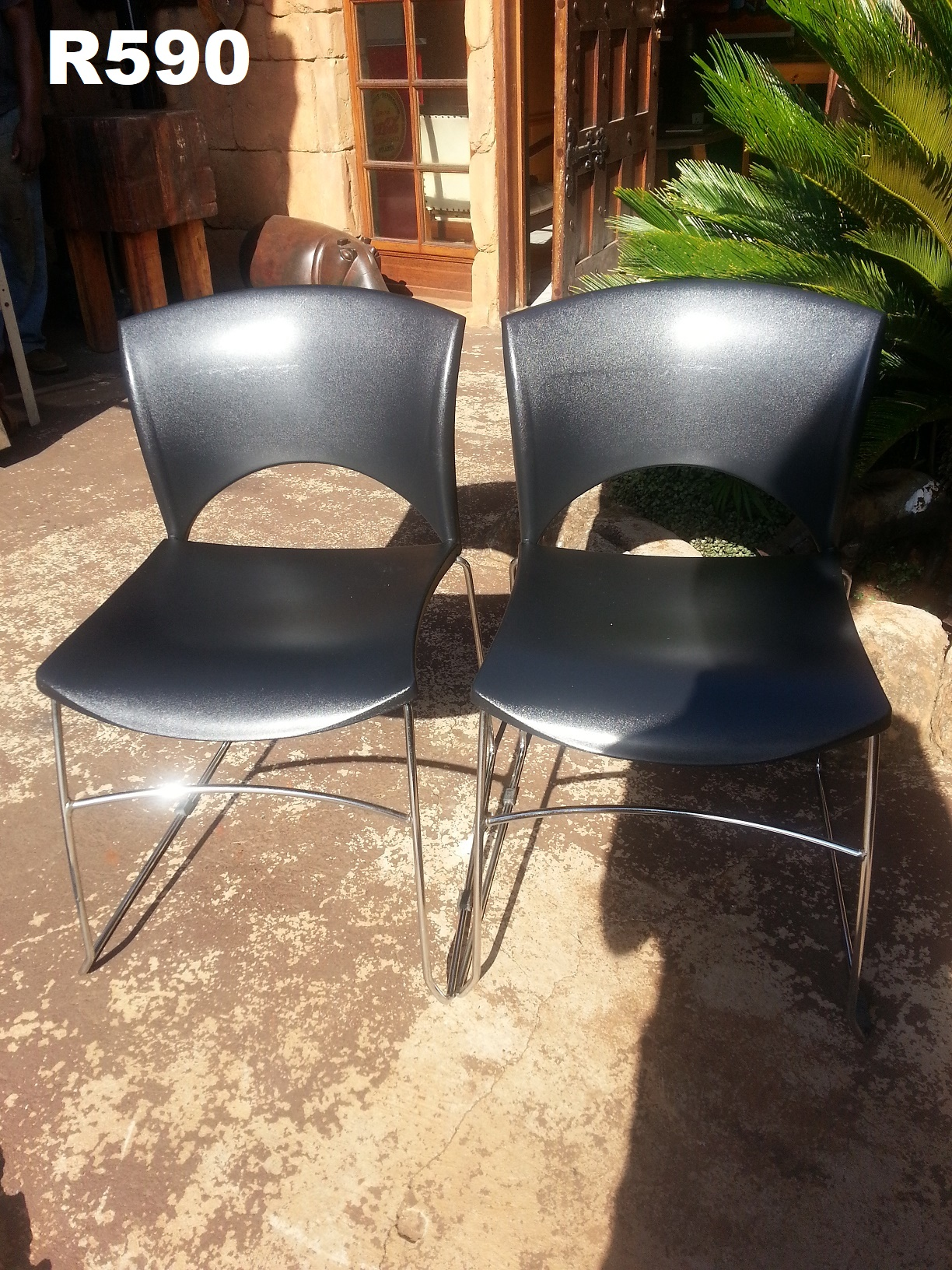 2 x Comfort Chairs