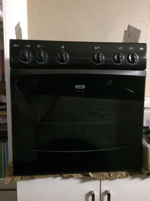 Defy Slimline 600 Undercounter oven and hob