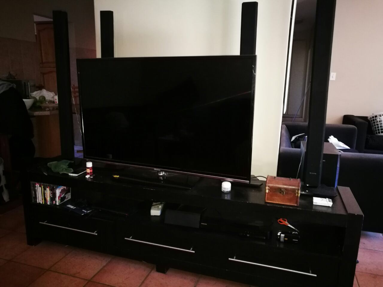 "55"" Hisence TV, Samsung B-Ray Player & TV Stand"
