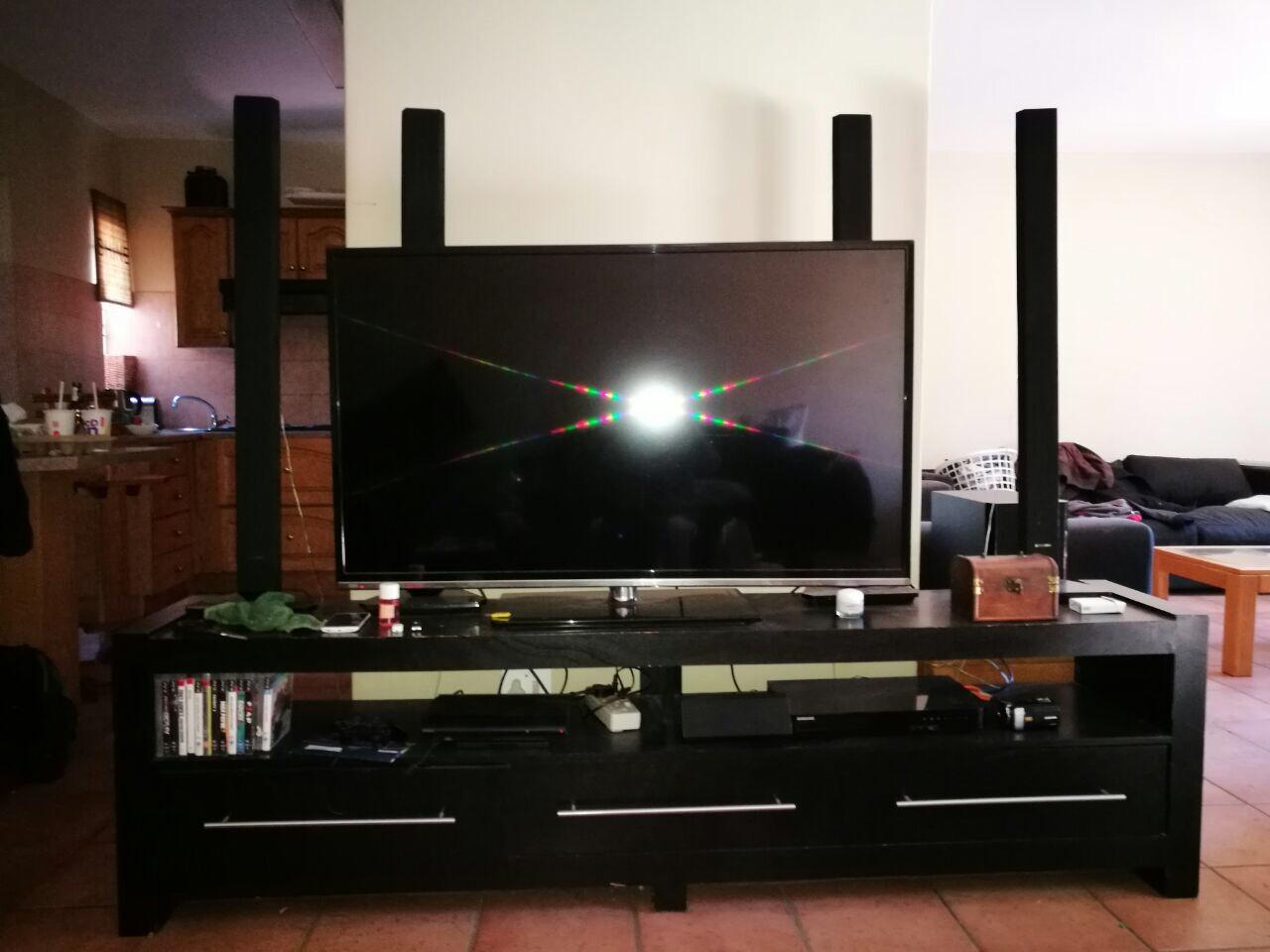 "55"" Hisence TV, Samsung B-Ray Player & TV Stand"