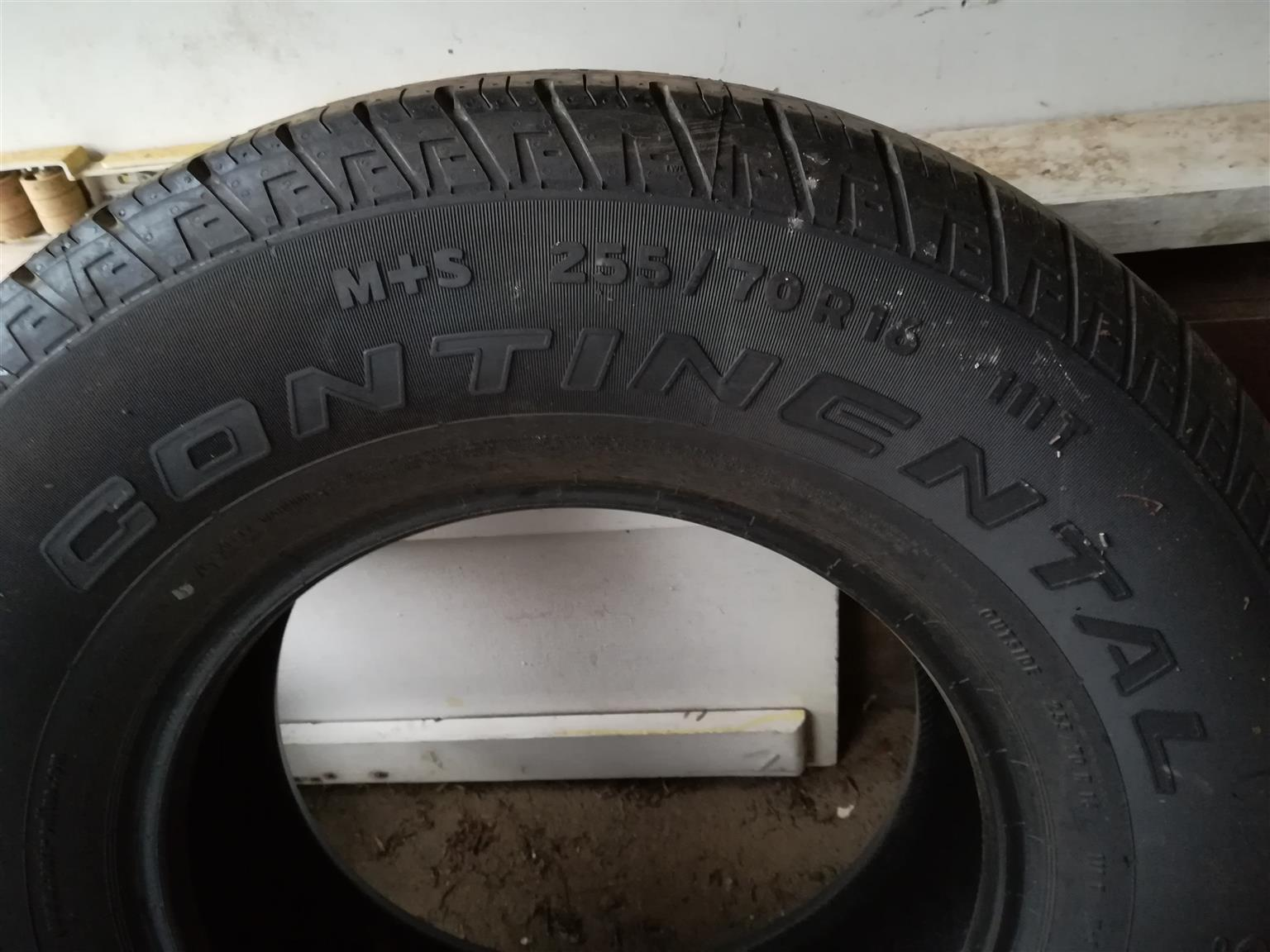 Continental Cross Contact 255/70/R16