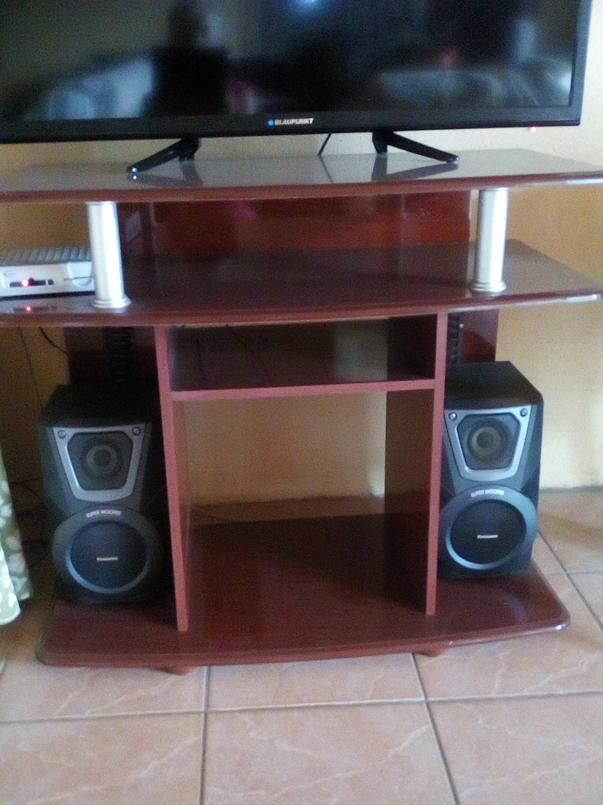 Tv unit, round table +desk for R600. Bargain