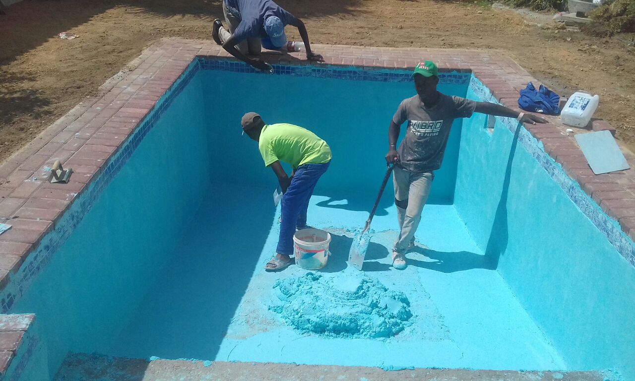 swimming pools cleaning