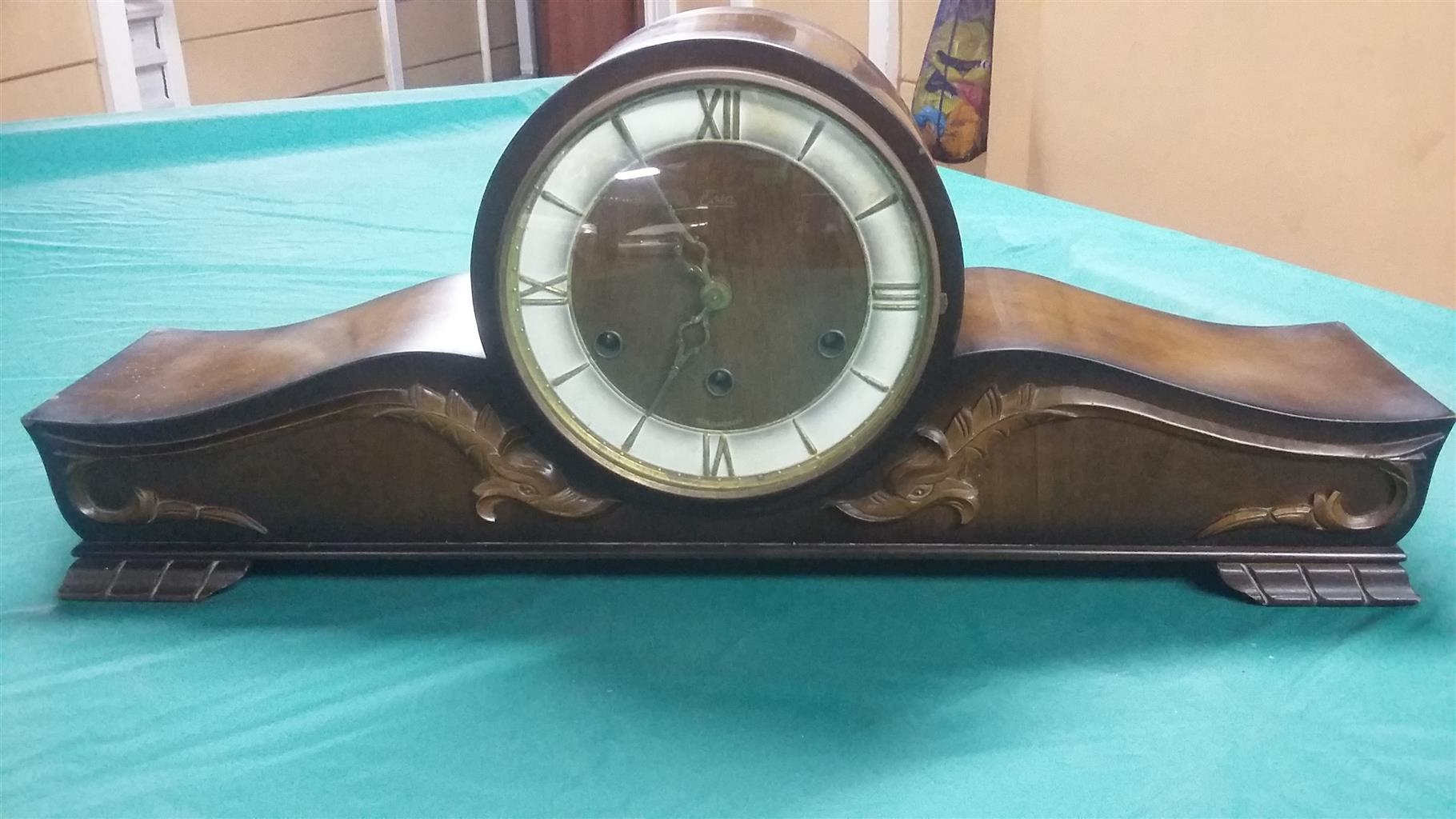 Antique clock that chimes every 15 minuntes to the hour with key