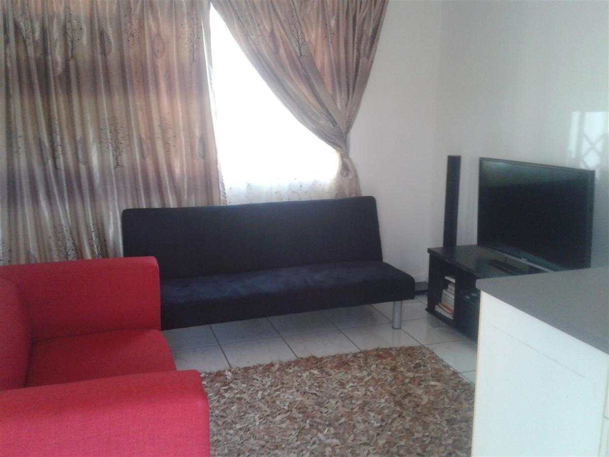 Large 1 bed simplex in Bellair avail 31 May