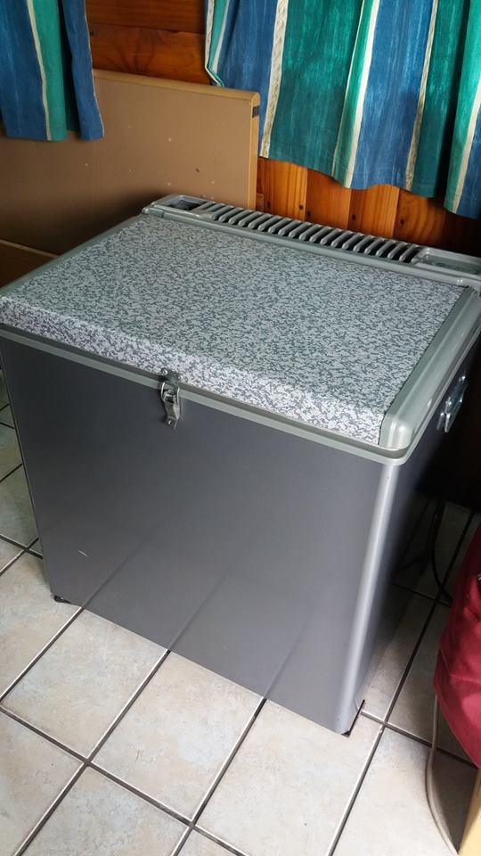 70 L GAS/ELECTRIC CAMPING FREEZER/FRIDGE