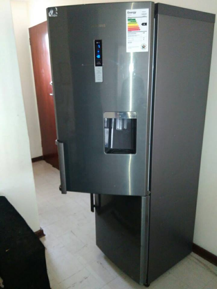 Samsung fridge No frost water dispenser
