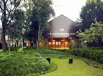 28DEC DRAKENSBERG SUN 5 STAR HOTEL GOLD CROWN RESORT. SLP6 NEW YEAR TIMESHARE HOLIDAY ACCOMMODATION SEERVICED DAILY SELFCATERING