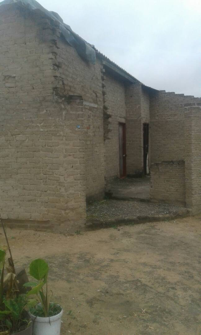 Partially roofed house for sale in Zimbabwe,Masvingo