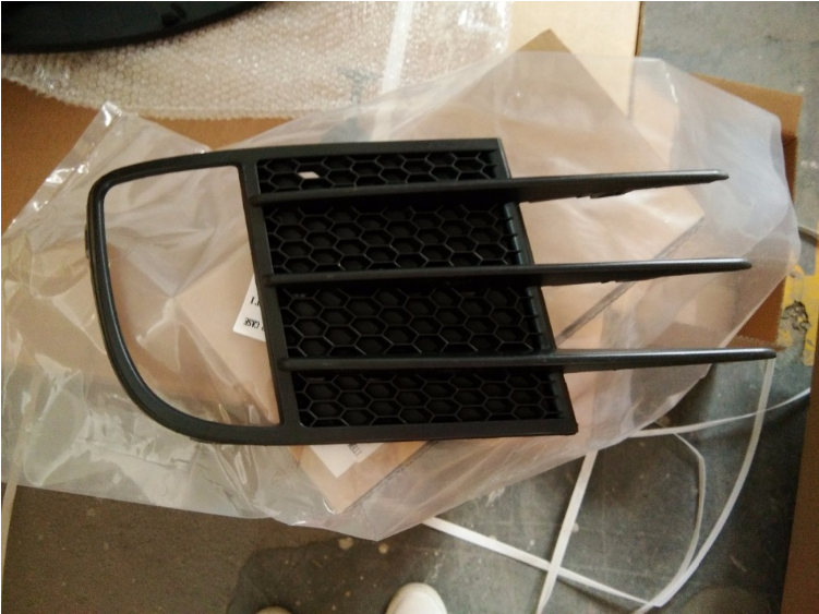 VW GOLF 6 GTI BRAND NEW FOGLIGHTS GRILLES FOR SALE PRICE:R195 each