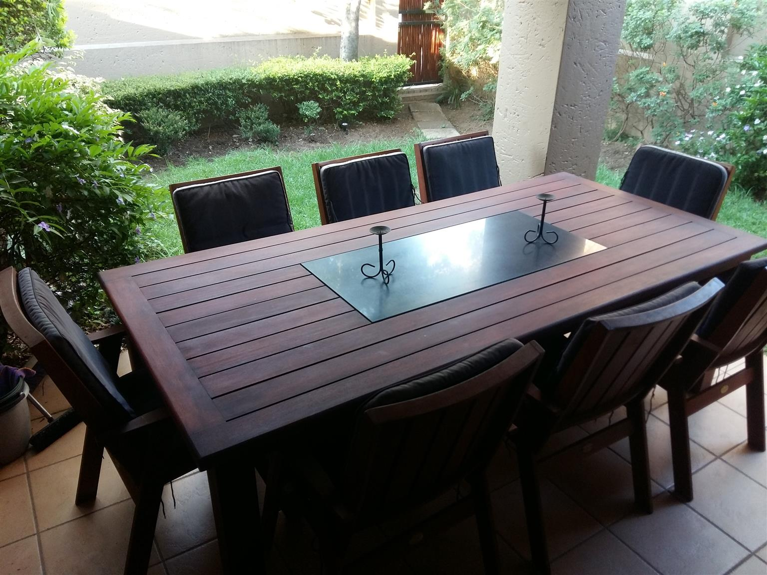 Patio/garden 8 seater table and chairs