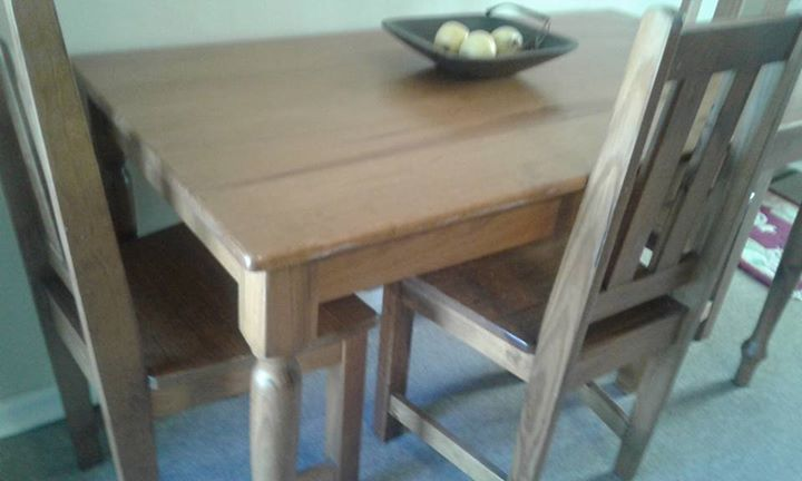 Oak diningroom table with four chairs