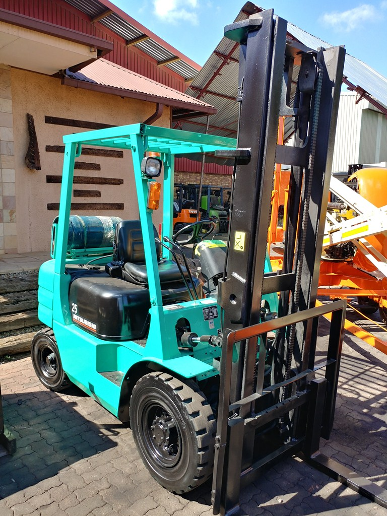 MITSUBISHI 2,5 TON PETROL/ GAS FORKLIFT FOR SALE!
