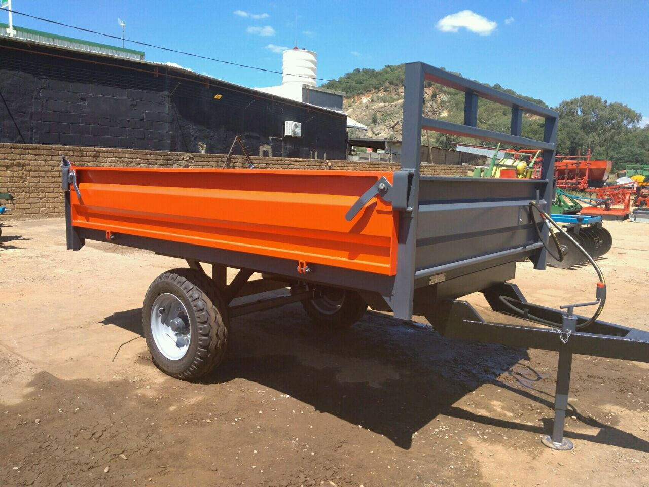 S2842 Red Verrigter 5 Ton Tip Trailer / 5 Ton Tip Wa New Trailer