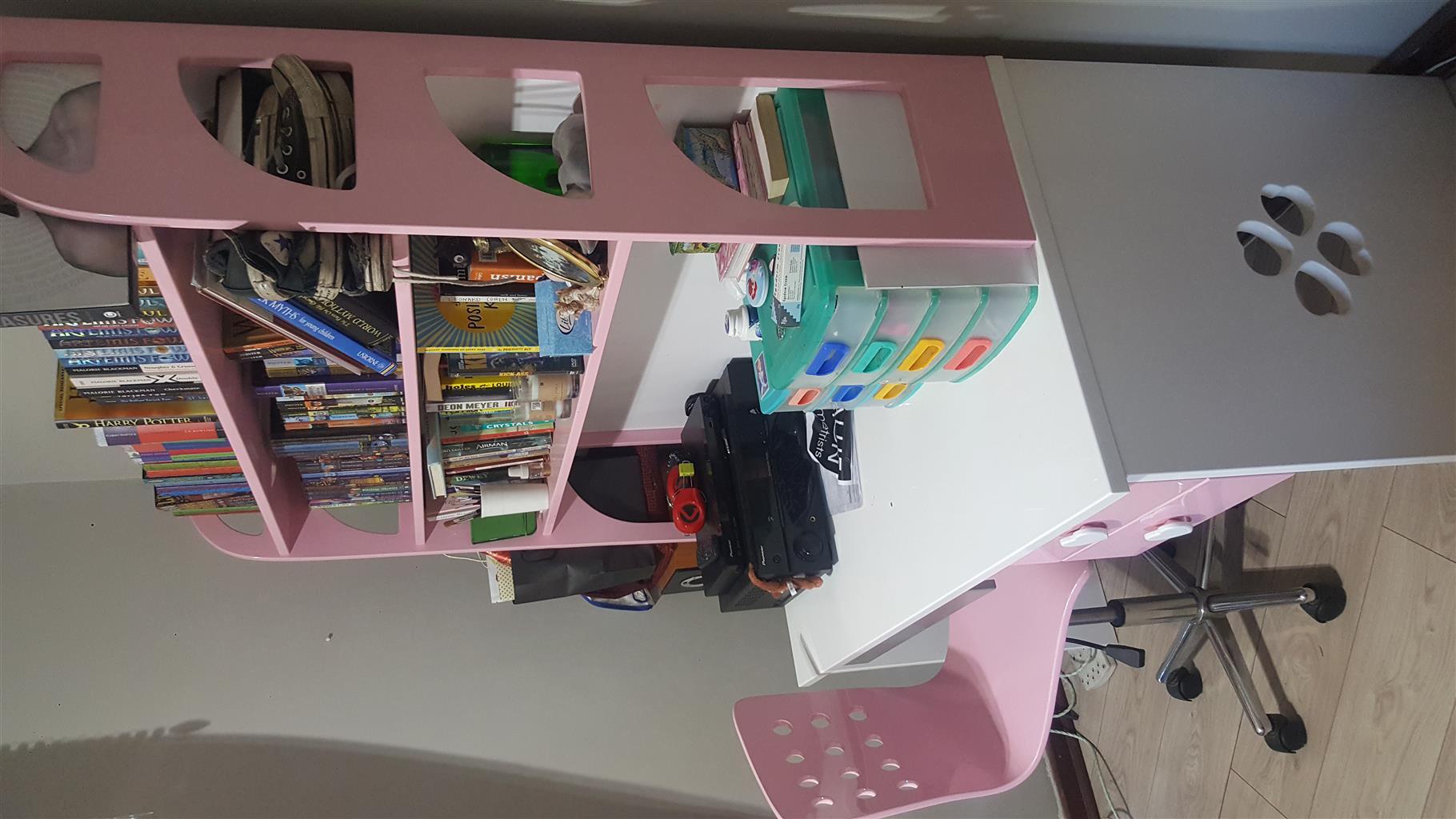 Mokki girls bedroom desk, chair, pedestal and drawers