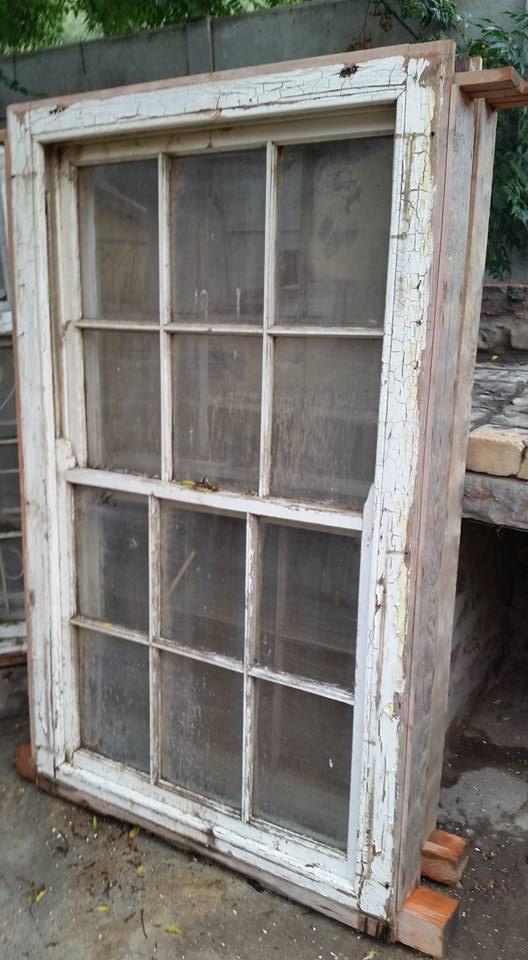 Kompleet groot venster raam met venster en diefwering