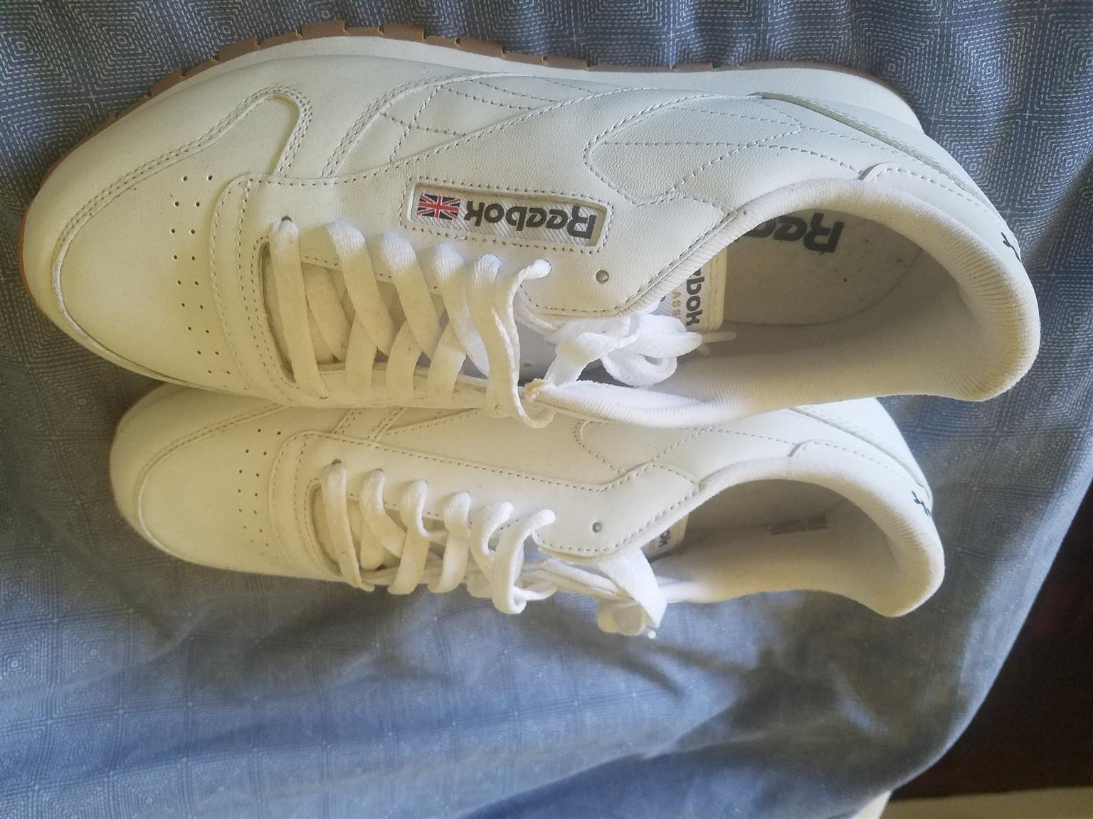 2 pair of new classic reebok sneakers white size 10.usa