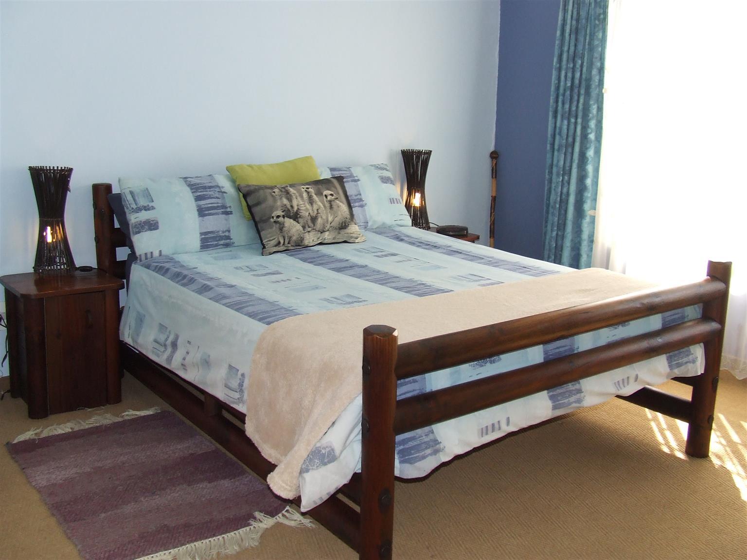 Log Bed (Queen) & Side Cupboards