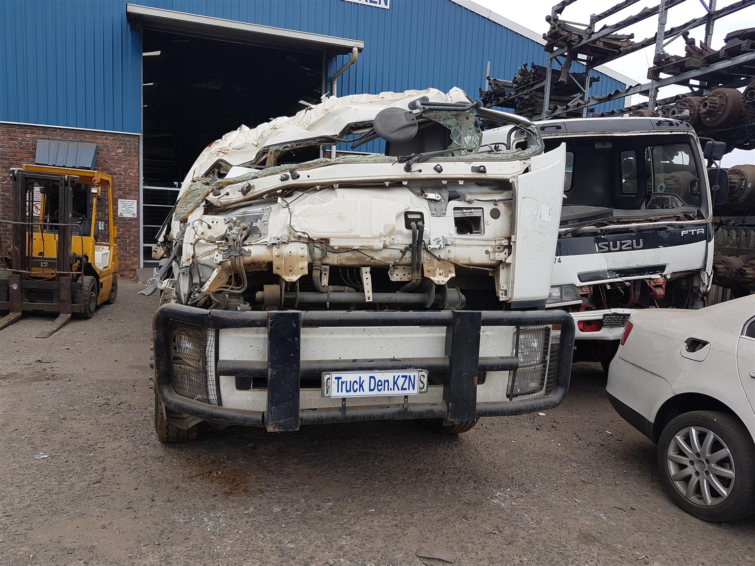ISUZU FTR 850 AMT- Smoother Truck - Stripping for parts .