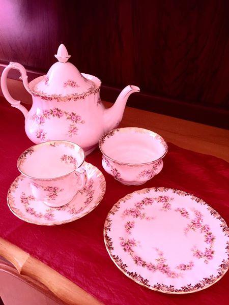 Royal Abert Teestel