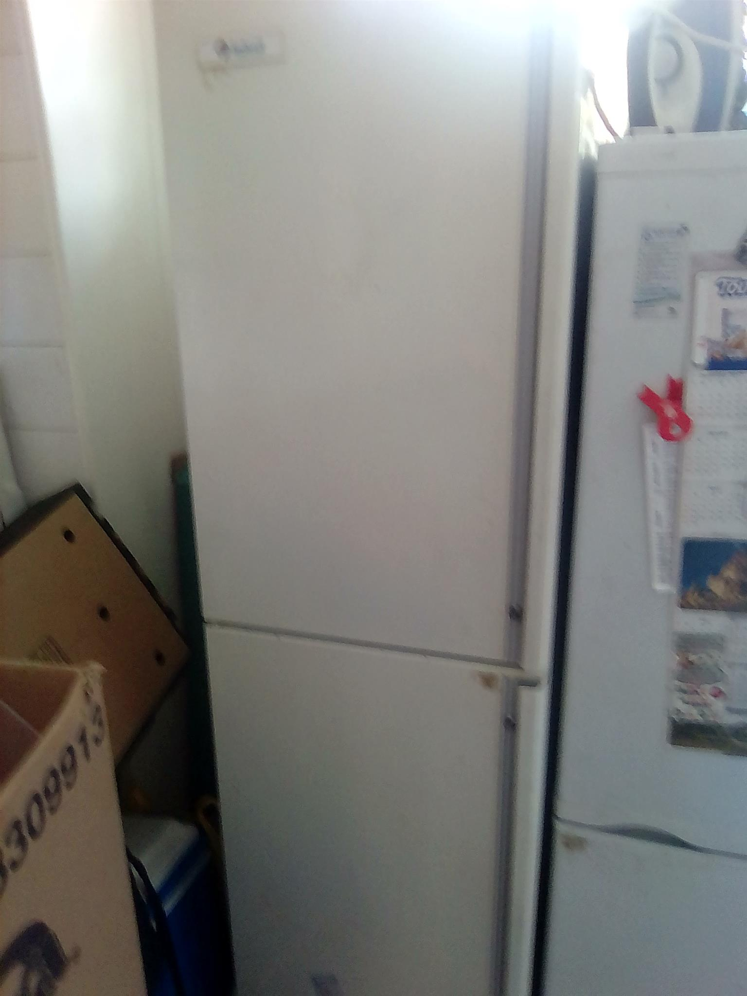 260L Indesit double door freezer