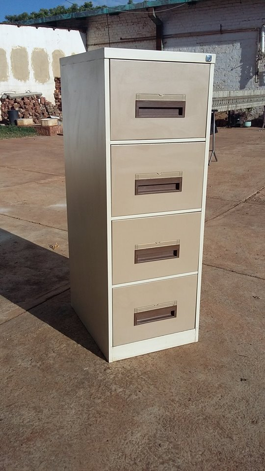 Four drawer  office filing cabinet. Price: R 1 100.00