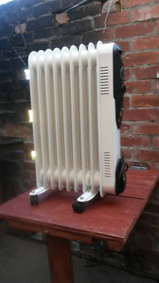 1× Goldair heater 9 fin
