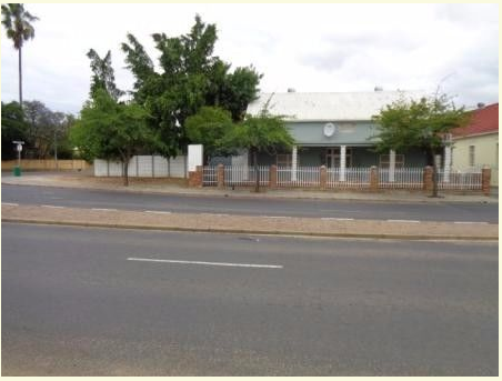 Live and work from this property situated on the Main Road in Wellington