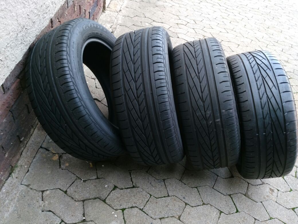Set 80% tread 235/55/17 Goodyear Excellence Tyres fits BMW X3 R750 each R3000 for the set of Tyres