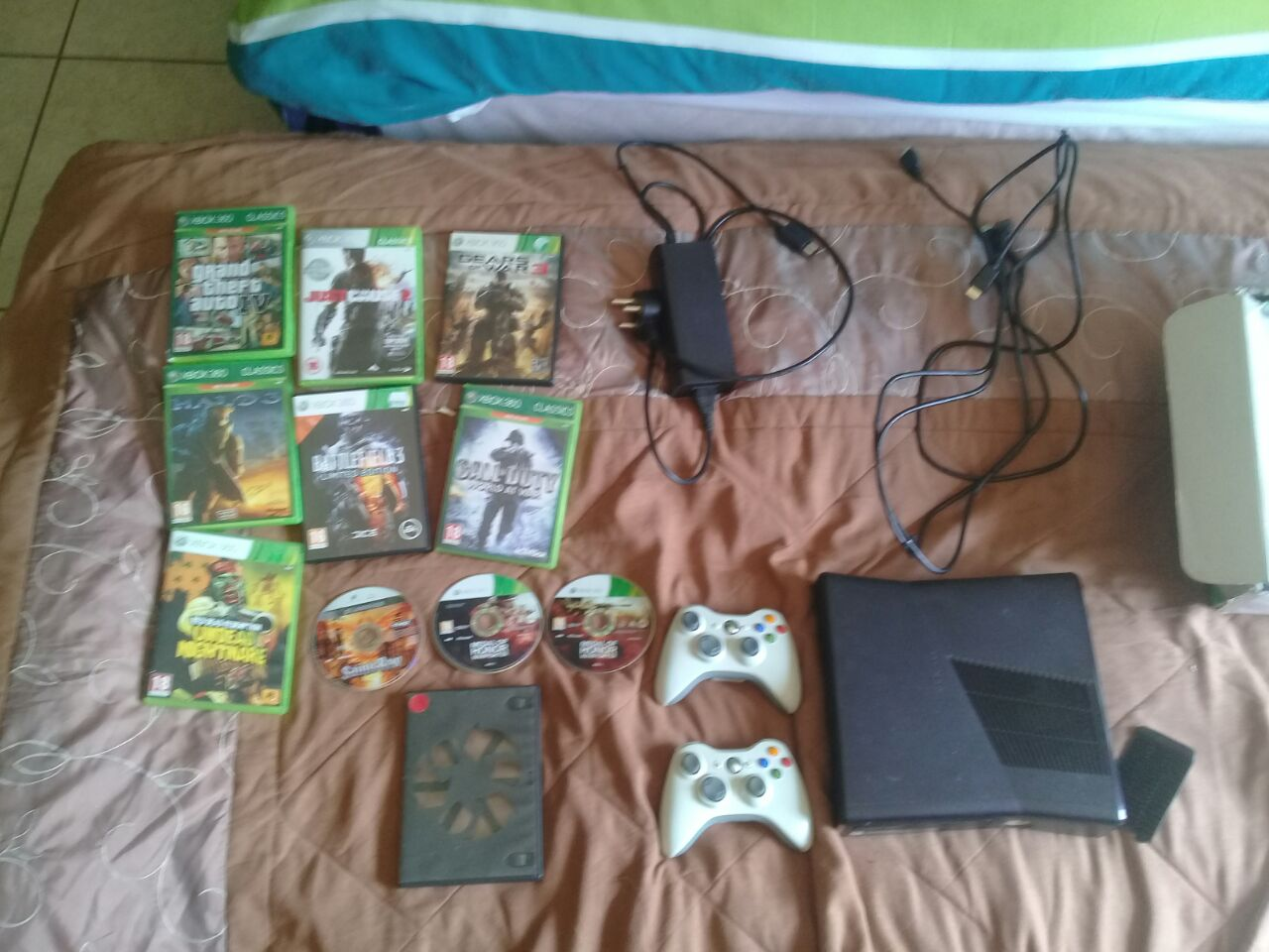 Xbox 360 with games and asesories
