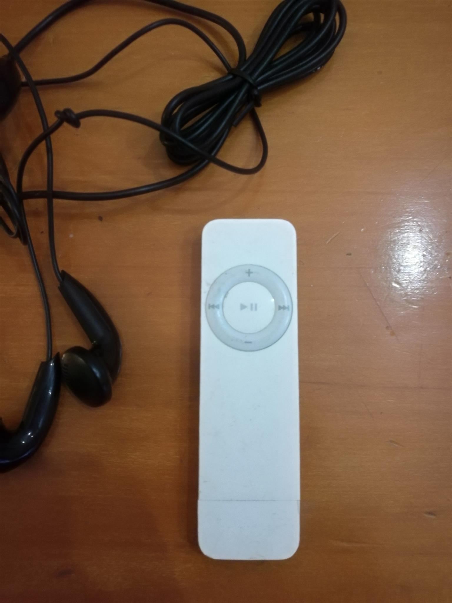 The original Ipod Shuffle (1st gen) 1GB