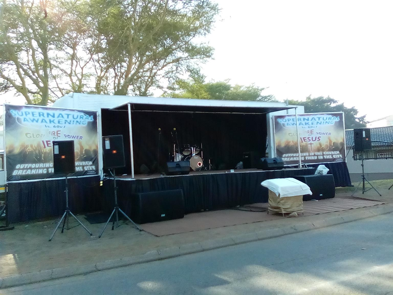 MOBILE SOUND TRUCK WITH STAGE