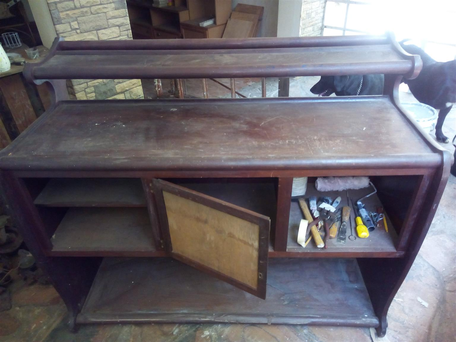 Bar with 3 chairs, needs attention