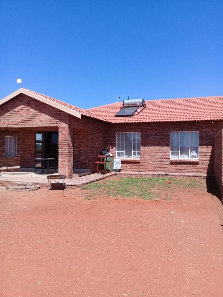 Three Bedroom Home For Sale in Rooisand - Kathu - NORTHEN CAPE