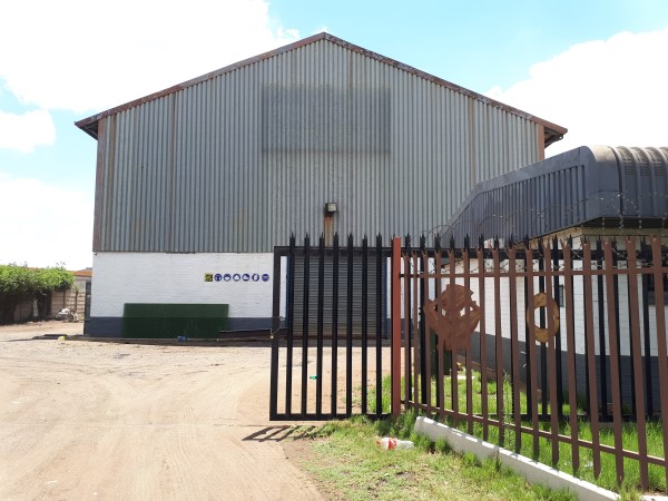 MASSIVE HIGH ROOF 750 sqm WORKSHOP with streetfront offices and LARGE YARD to let