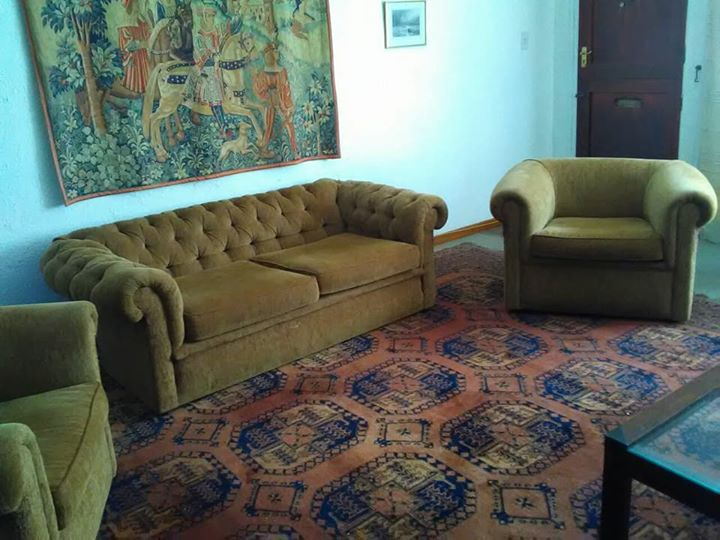 Lounge suite with two-seater sofa