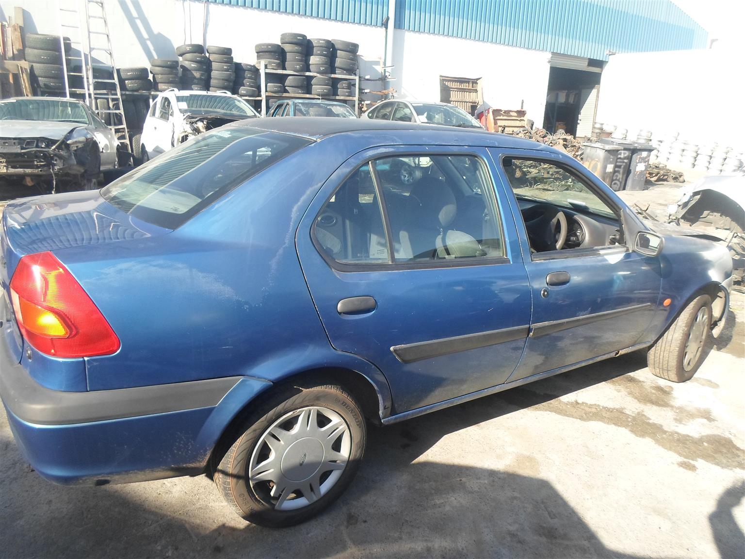 2001 FORD IKON 1.6 BREAKING UP FOR SPARES