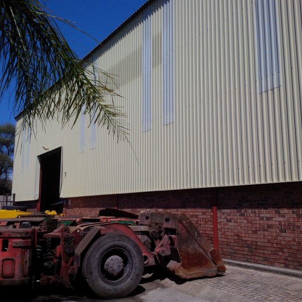 HIGH ROOF 800sqm workshop PLUS 250sqm WORKSHOP on large YARD - VERY VISIBLE!! corporate offices