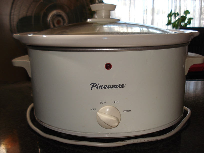 Pineware slow cooker
