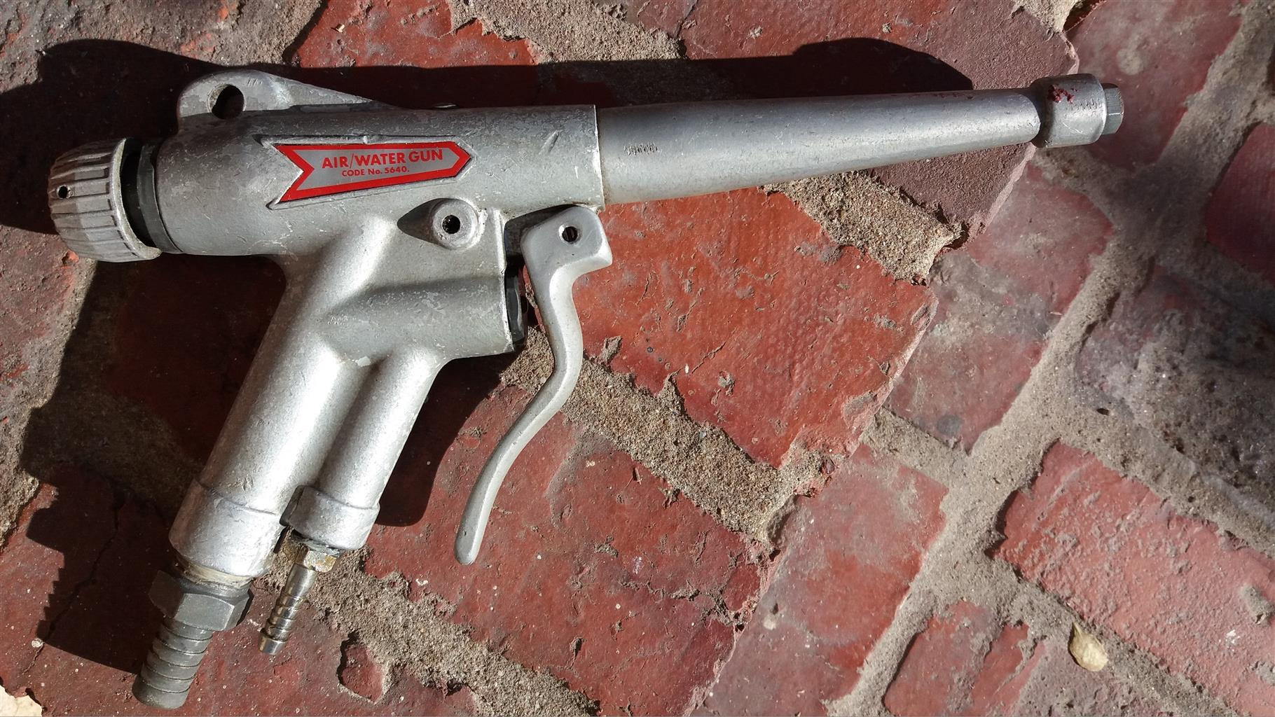 Air/water spray gun