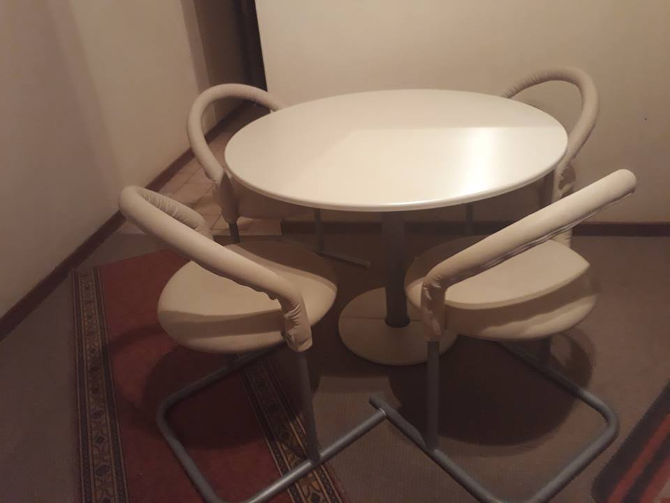Dinning room table for 4