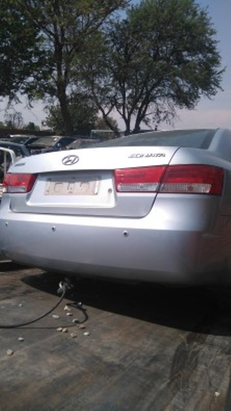Hyundai Sonata 2.4 automatic 2005 for stripping.