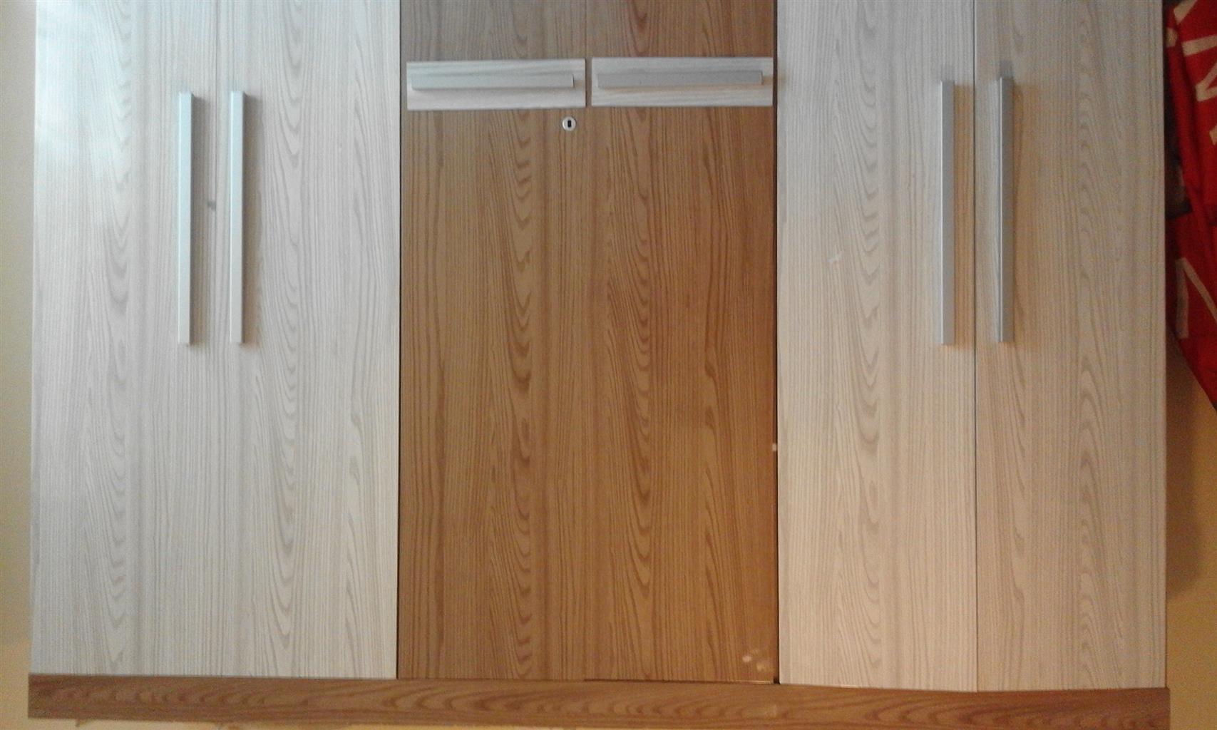 modern and spacious 6 door wardrobe