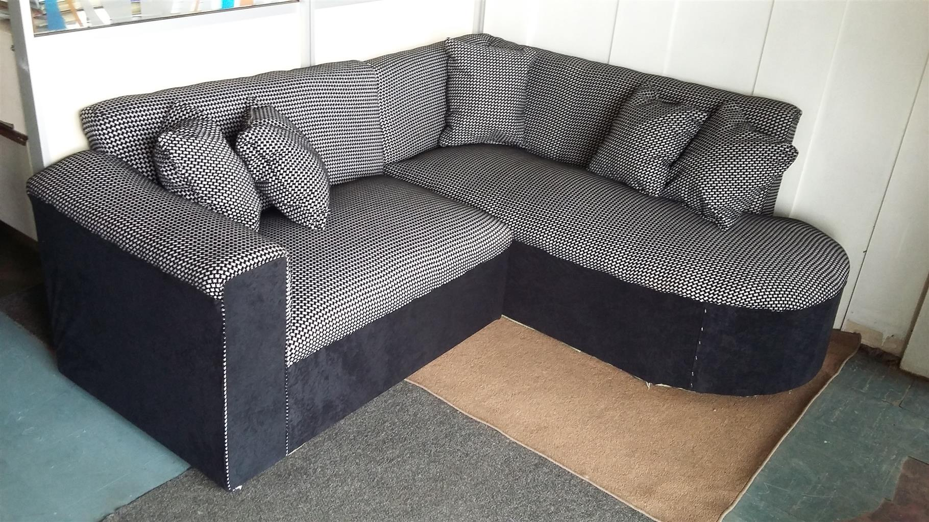 Bargain !! Clearing! Brand New Corner Lounge Suite