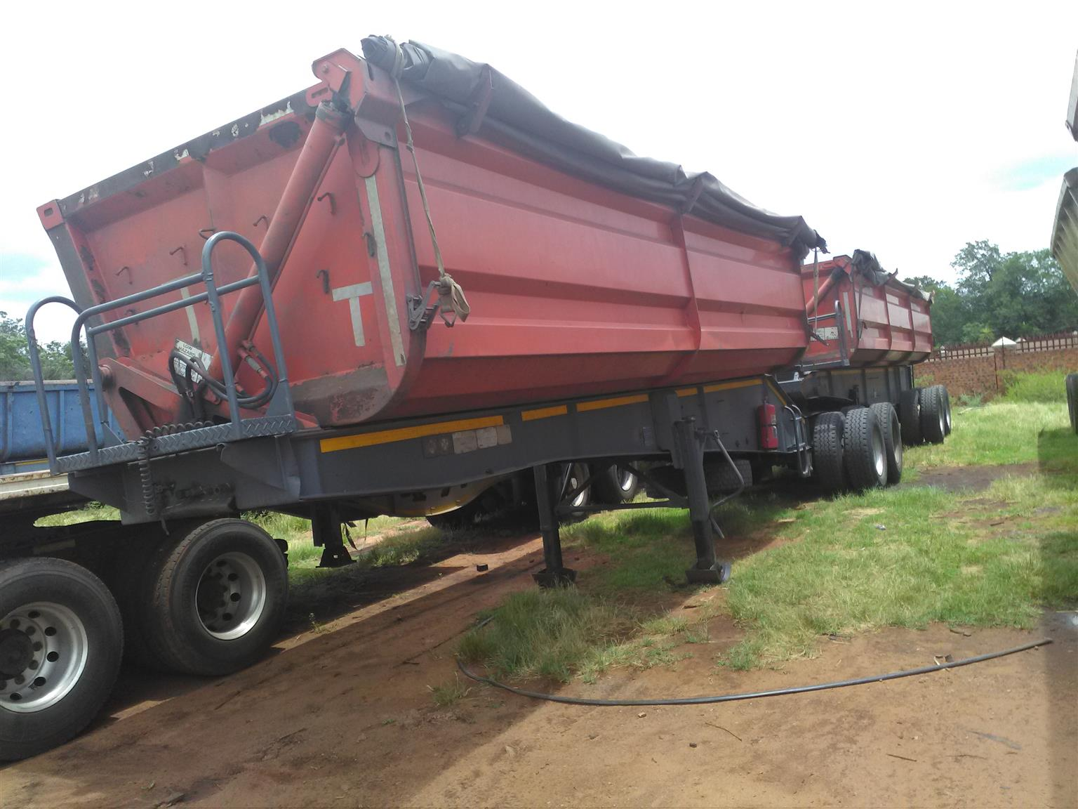 2008 SA TRUCK BODY 34 TON SIDE TIPPER WITH ROADWORTHY AND PAPERS