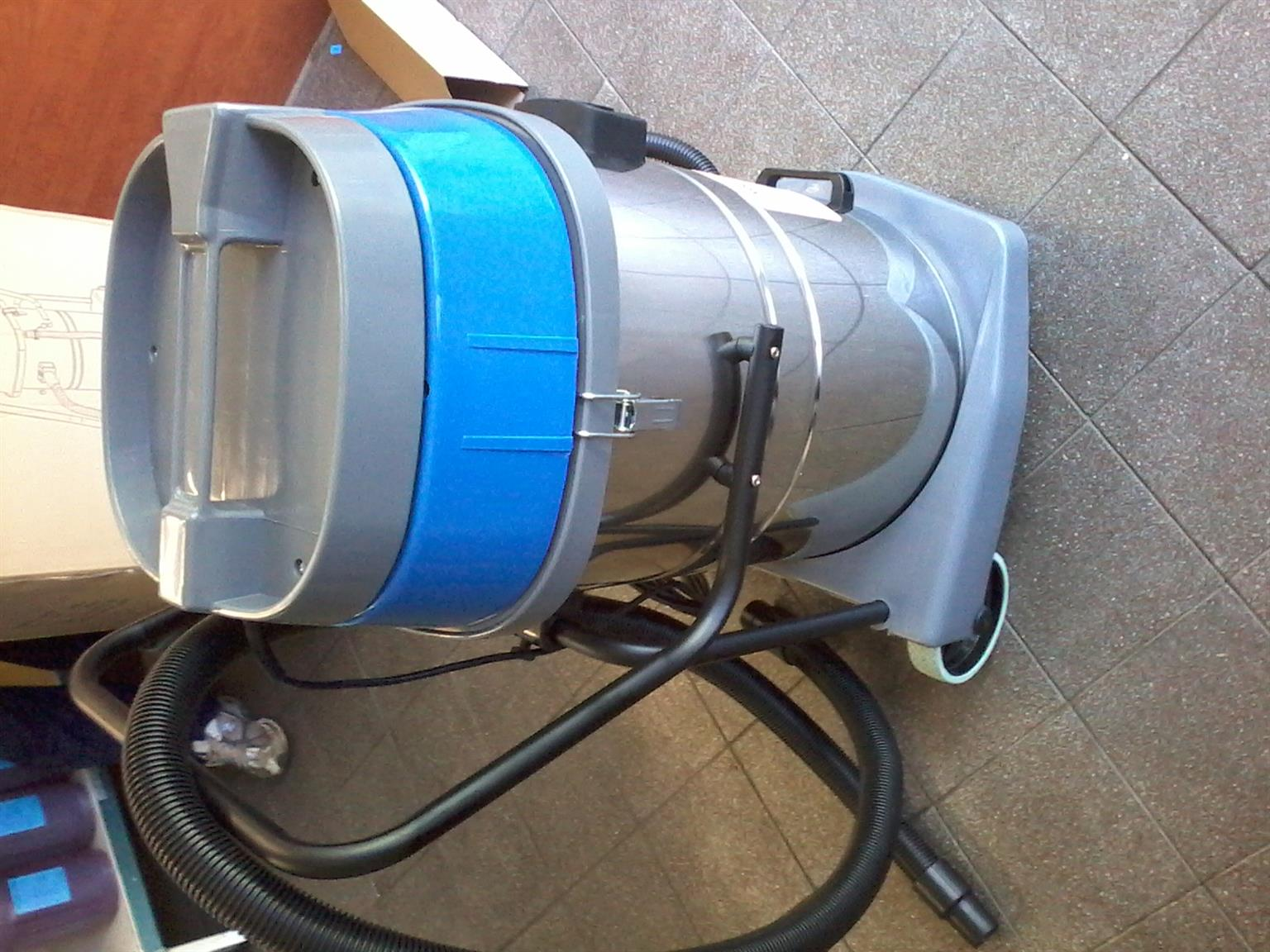 70L wet and dry industrial vacuum cleaner