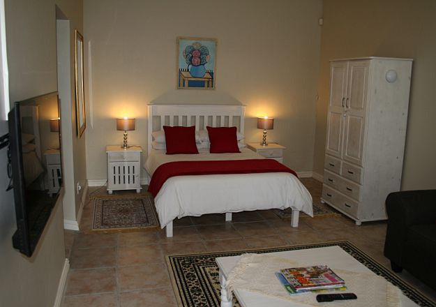 immaculate spacious and clean 2 Bed bathroom close to Stellenbosch University