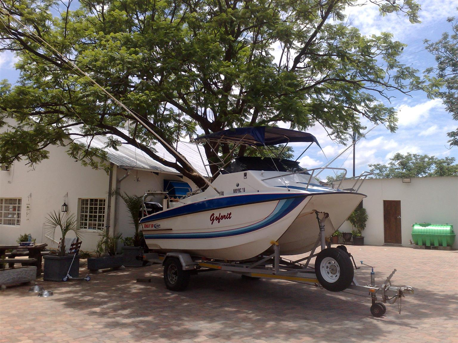 Kingcat 180 completely set up for marlin fishing